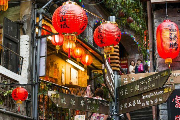Chiufen Village Lanterns in Taipei Shore Excursions