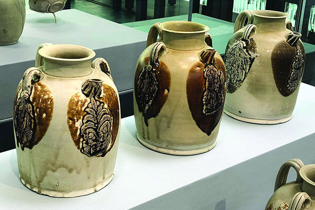 Gifts Made of Tang Dynasty Tri-colored Pottery
