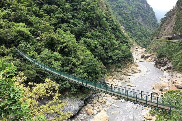 Swallow Grotto Trail in Taiwan Tour