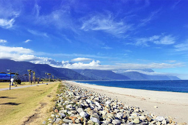 The Qixingtan beach Hualien tour from cruise port